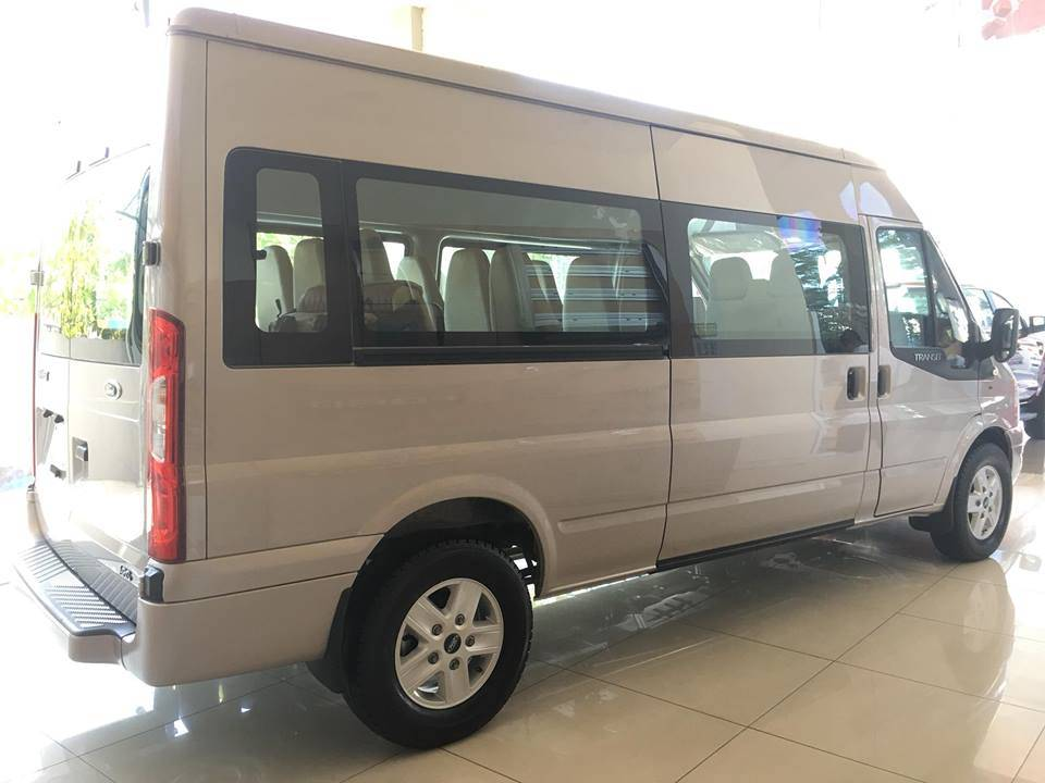 duoi-xe-ford-transit